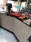 Bij Keurslager Poleij kun je ook aardbeien van Kwekerij de Haak kopen — bij Keurslager Poleij.