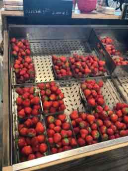 Verse aardbeien mee bij Landwinkel Klok — bij Landwinkel Klok.