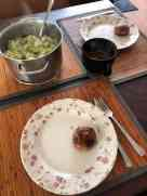 Aan de slag met het eten: - snijbonenstamppot met snijbonen en aardappels van Cees van Staalduinen, Dirk vd Burgweg HvH - hamburgertje met spek van Slagerij D&D gebakken in roomboter van de Biefit Gezondheidswinkel — bij Fietsen voor m'n eten.