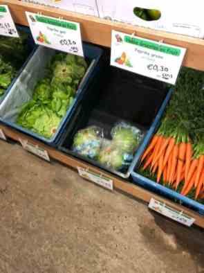 IJsbergslaatje mee bij Hokke groenten en fruit — bij Hokke groenten en fruit.