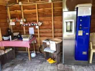 De melktapmachine en ander aanbod van de Vlister Hoeve — bij Vlister Hoeve.