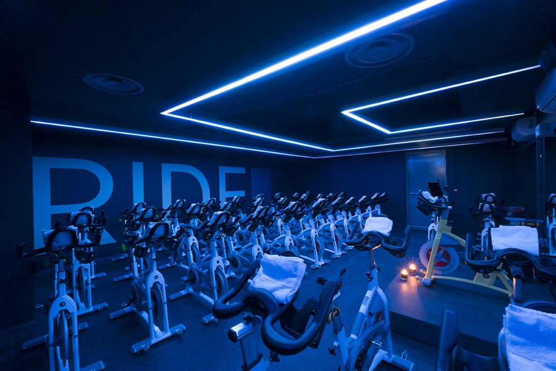 Tout ce qu'on peut faire sur un vélo   lets ride paris salle