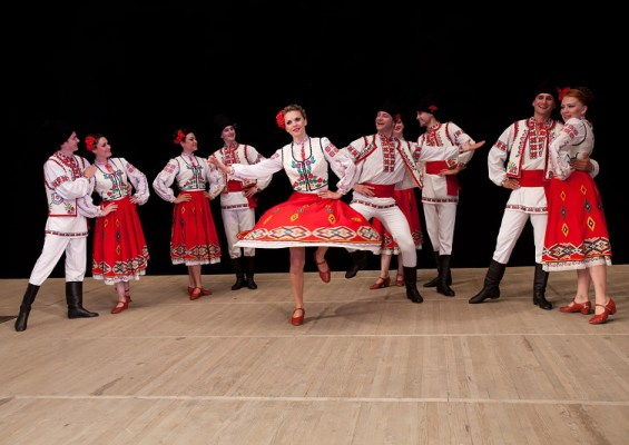"Ensemble folklorique national ""VIORICA"""