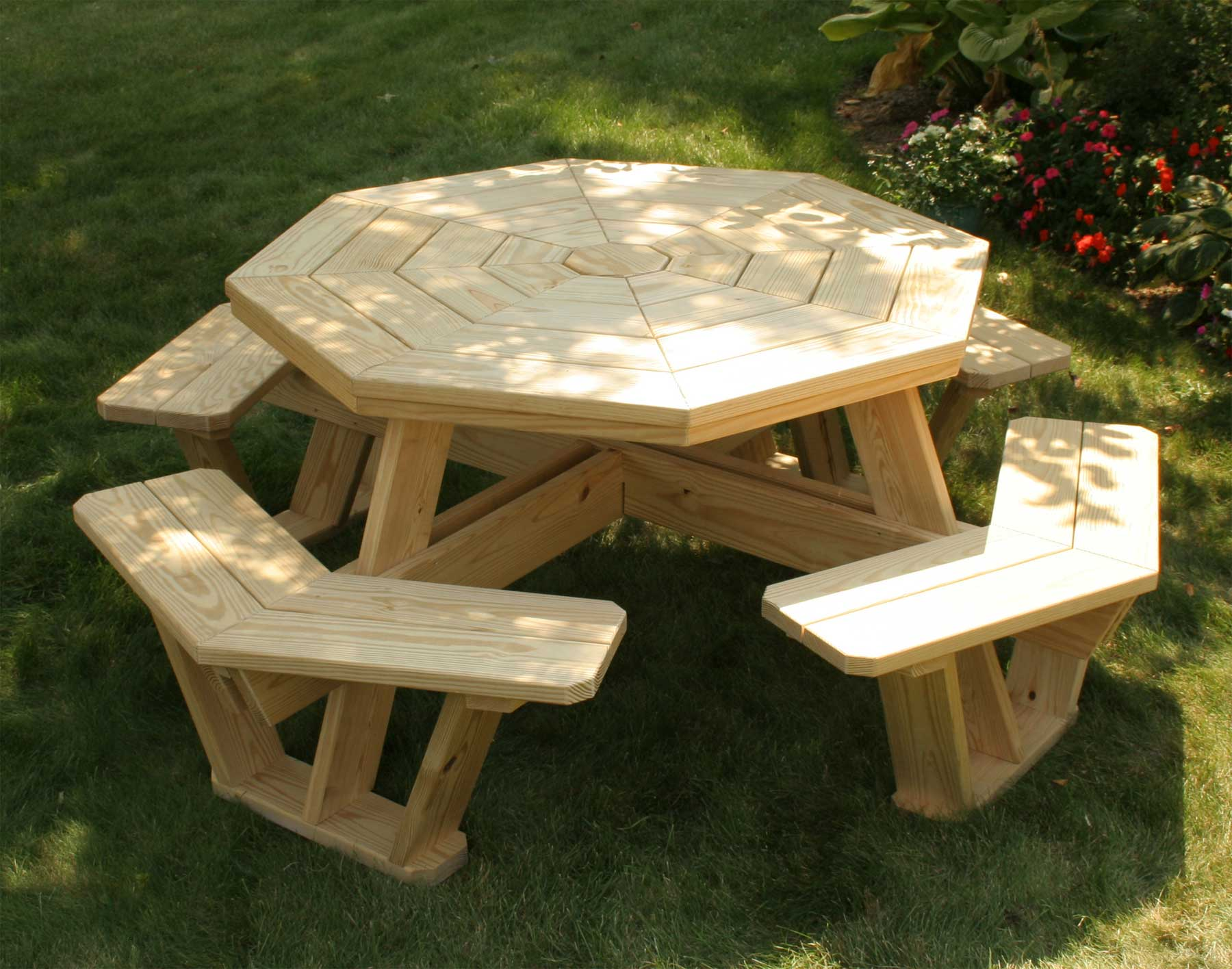 Outdoor Round Picnic Tables