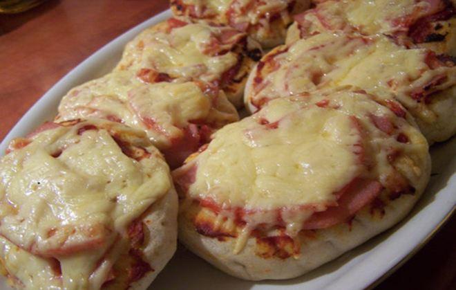 Εύκολη σπιτική πίτσα με πίτα για σουβλάκι