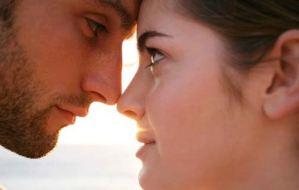 """Η ματιά του άνδρα """"προδίδει"""" το ερωτικό ενδιαφέρον"""