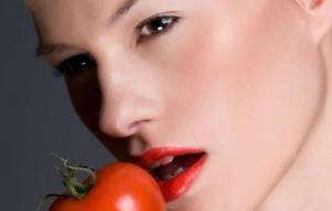 Mάσκα ομορφιάς… με ντομάτα για λαμπερή επιδερμίδα