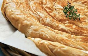 Δοκιμάστε να φτιάξετε πίτα με ανθότυρο και λαχανικά