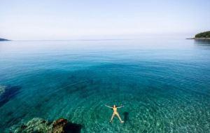 Το θαλασσινό νερό έχει μαγικές ιδιότητες για την υγεία μας
