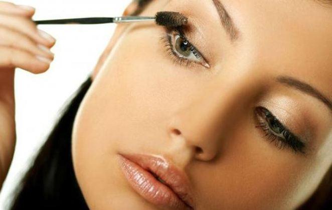 Το μυστικό στο μακιγιάζ για να μη δείχνουν τα μάτια σου κουρασμένα!