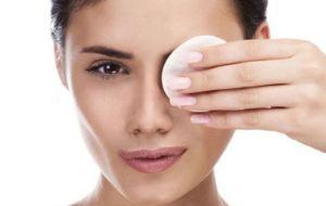 Αφαιρέστε το μακιγιάζ με υλικά απ' την κουζίνα σας