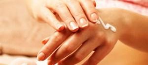 Πώς θα μειώσεις τις κηλίδες στα χέρια με τον πιο φυσικό και ανέξοδο τρόπο;
