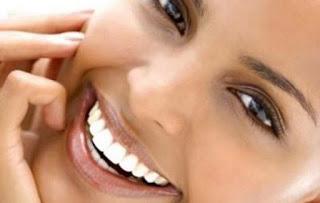 Υπέροχα λευκά δόντια με μια μαύρη… μάσκα