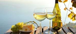 Το λευκό κρασί σχετίζεται με αυξημένο κίνδυνο μελανώματος
