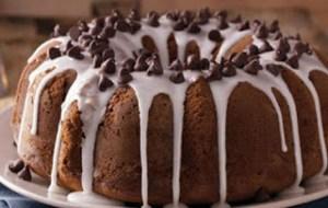 Λαχταριστό κέικ σοκολάτας με λευκό γλάσο