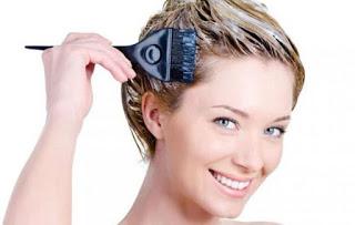 Έτσι θα βγάλετε το λεκέ από βαφή μαλλιών στα ρούχα