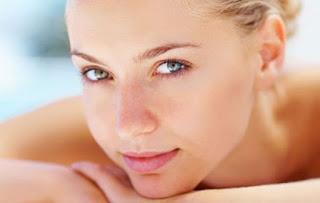 Φτιάξτε μόνες σας αντιρυτιδικό λάδι για το μέτωπο και την περιοχή των ματιών