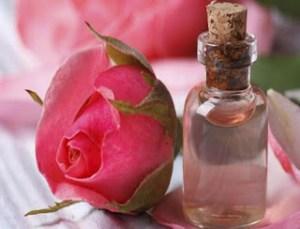 Μπορείς να το φτιάξεις μόνη! Serum εκθαμβωτικής λάμψης με τριαντάφυλλο και aloe vera