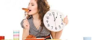 Όσοι τρώνε αργά και αποφεύγουν το φαί δύο ώρες προτού κοιμηθούν χάνουν εύκολα κιλά