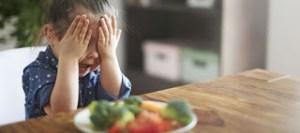 Πώς θα καταλάβω ότι το παιδί μου είναι αλλεργικό σε μια τροφή;