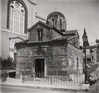 Το αρχαίο μυστικό που κρύβει το εκκλησάκι δίπλα στη Μητρόπολη Αθηνών