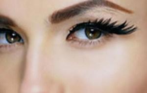 Μυστικά για πλούσιες βλεφαρίδες χωρίς μάσκαρα από μεγάλους make-up artists!