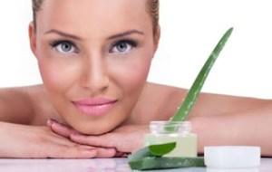 Read more about the article Σπιτικό scrub για το πρόσωπο με αλόη
