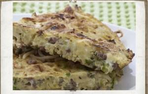 Όταν τα ζυμαρικά, ο κιμάς και τα λαχανικά γίνονται ομελέτα! Μια διαφορετική συνταγή με υπέροχη γεύση