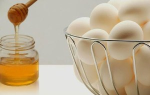 Συσφικτική μάσκα προσώπου με αυγό