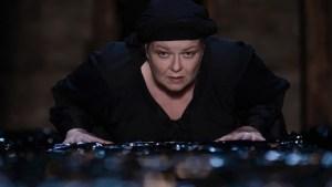 «Η Κυρά της Ρω» με τη Φωτεινή Μπαξεβάνη στο Θέατρο Αυλαία
