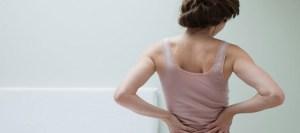 Πώς να κοιμάσαι για να αποφύγεις τον πόνο στη μέση