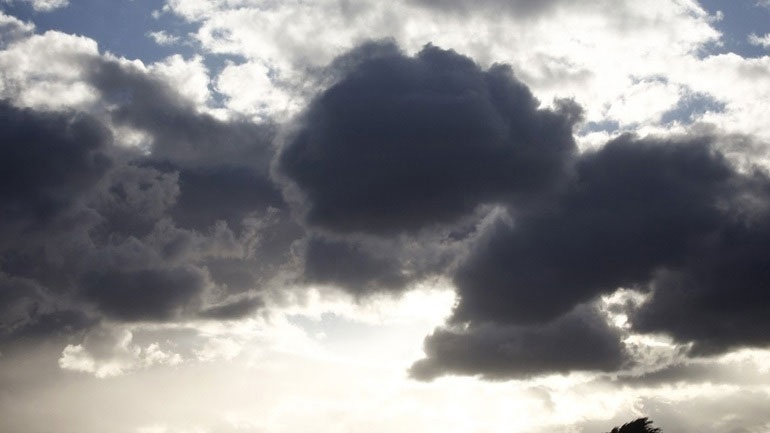 Read more about the article Καιρός: Ηλιοφάνεια με νεφώσεις αλλά και τοπικές βροχές