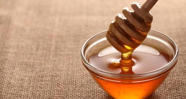 Read more about the article 13 λόγοι που το μέλι είναι ευεργετικό για την επιδερμίδα και τα μαλλιά σας