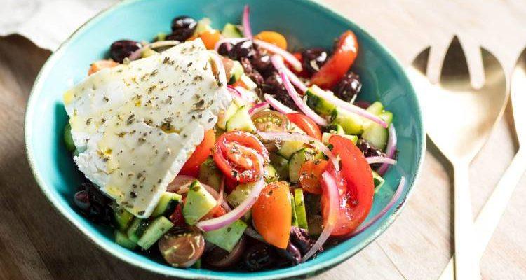 Read more about the article Συνταγή: Χορταστικές σαλάτες που αντικαθιστούν κυρίως γεύματα
