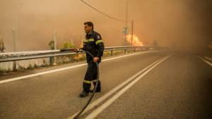 Υπό μερικό έλεγχο οι φωτιές σε Κεφαλονιά και Αχαΐα – Οριοθετήθηκε η πυρκαγιά στον Μαραθώνα