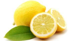 Χρησιμοποιήστε το λεμόνι για να αφαιρέσετε τα νεκρά κύτταρα του δέρματος