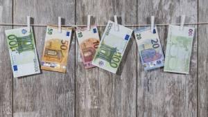 Εβδομάδα πληρωμών: Πληρώνονται KEA, επίδομα παιδιού και συντάξεις