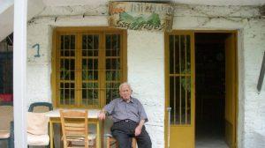 «Βάλε κυρ Στέφανε» – Ο γηραιότερος μπακάλης στην Ελλάδα ζει στα Τρίκαλα