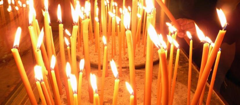 O βαθύτατος συμβολισμός πίσω από το άναμμα των κεριών