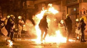 Αθήνα: 13 συλλήψεις για τα επεισόδια στο κέντρο της πόλης – Τρία άτομα στο νοσοκομείο