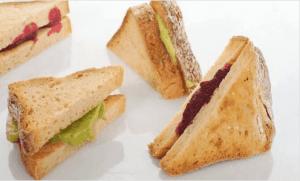 Σάντουιτς με παντζάρι και αβοκάντο