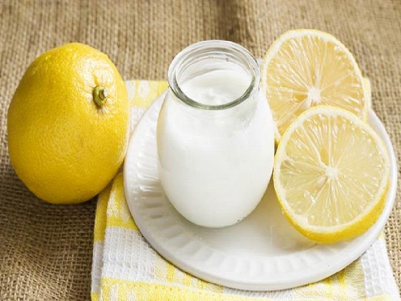 Γιαούρτι και λεμόνι  για να αντιμετωπίσετε τη μυκητίαση του τριχωτού της κεφαλής