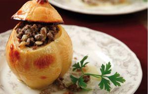 Read more about the article Για το χριστουγεννιάτικο ρεβεγιόν ετοιμάστε κυδώνια με κιμά
