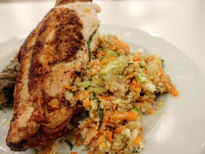 Κοτόπουλο με κινόα.fiftififti.eu