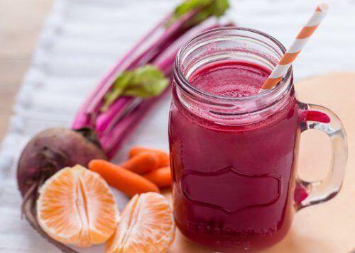 Φυσικός χυμός από παντζάρι και καρότο