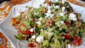 Σαλάτα με πλιγούρι, κολοκυθάκια και φέτα
