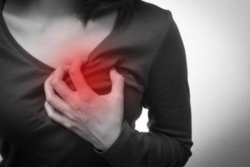 5 συμπτώματα καρδιακής ανακοπής που εμφανίζονται μόνο στις γυναίκες