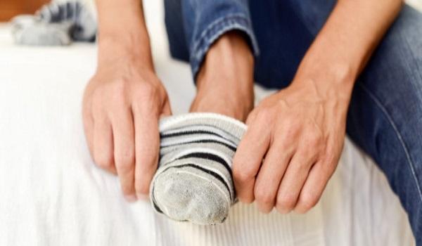 Γιατί δεν πρέπει να φοράμε τις ίδιες κάλτσες για δεύτερη μέρα