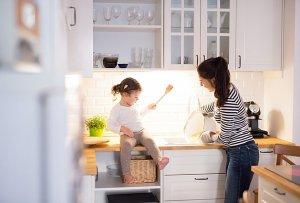 Έχεις μικρή κουζίνα; 8 πολύ απλοί τρόποι για να τη μεγαλώσεις