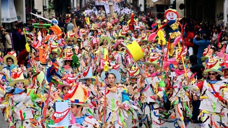 Πάτρα: Περισσότεροι από 12.000 μικροί καρναβαλιστές παρήλασαν με πολύχρωμες και καλαίσθητες στολές